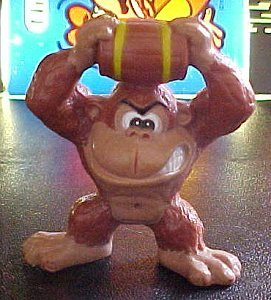 Donkey Kong figures - photo copyright 2000 Earl Green / theLogBook.com
