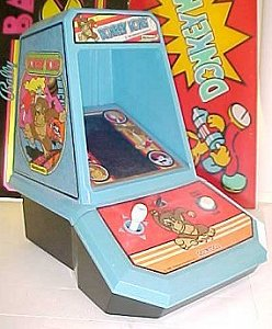 Donkey Kong game - photo copyright 2000 Earl Green / theLogBook.com