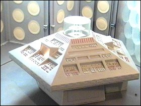 Doctor Who 25th Anniversary TARDIS Playset - photos copyright 2007 Earl Green / theLogBook.com